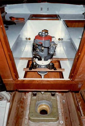 Inboard motor in kelt 620 1 1 - Outs kleine ruimte ...
